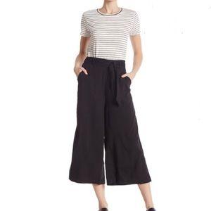 High waist wide leg goucho cropped pants. NWT